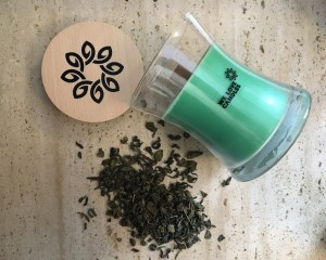 Zapachowa świeca sojowa Green Tea M 300 g - We Love Candles